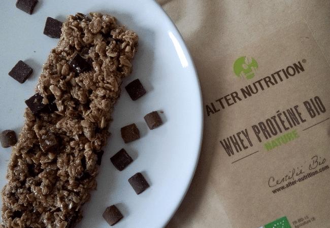 une délicieuse barre au chocolat et whey bio